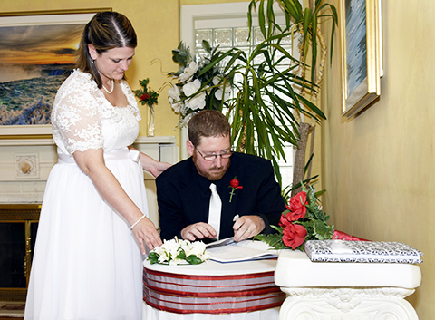 Niagara Wedding Chapel signing ceremony